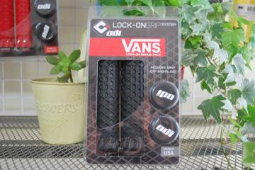 *ODI *VANS LOCK-ON GRIP BLACK / BLACK CLAMPS<img class='new_mark_img2' src='//img.shop-pro.jp/img/new/icons8.gif' style='border:none;display:inline;margin:0px;padding:0px;width:auto;' />