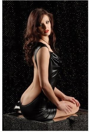 ボディコンシャス 黒 オープンバック背中露出下着見せ 袖なしセクシーボディコン衣装 激安通販