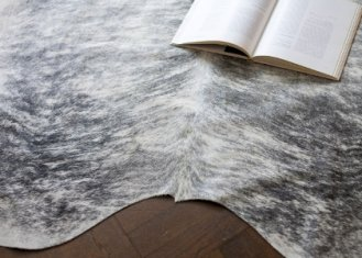 COWHIDE RUG(カウハイド ラグ)<img class='new_mark_img2' src='https://img.shop-pro.jp/img/new/icons50.gif' style='border:none;display:inline;margin:0px;padding:0px;width:auto;' />