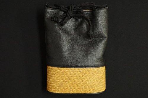 黒牛革×竹 合切袋