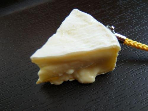 カマンベールチーズストラップ