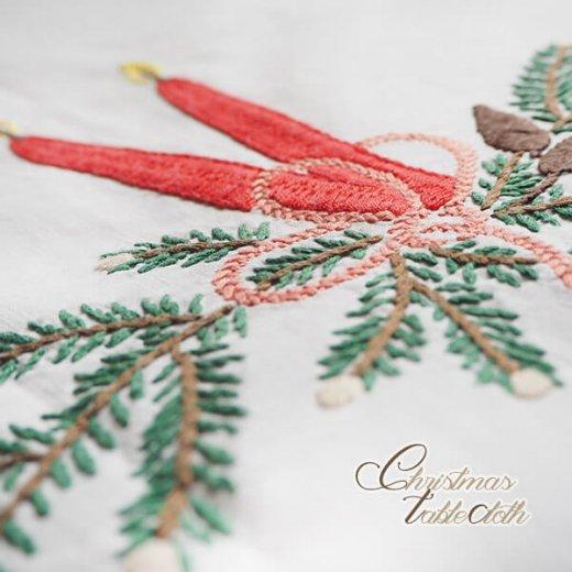 ドイツ クリスマス テーブルクロス(76×70)ヴィンテージ 【手刺繍 キャンドル・氷の結晶・もみの葉】【画像2】