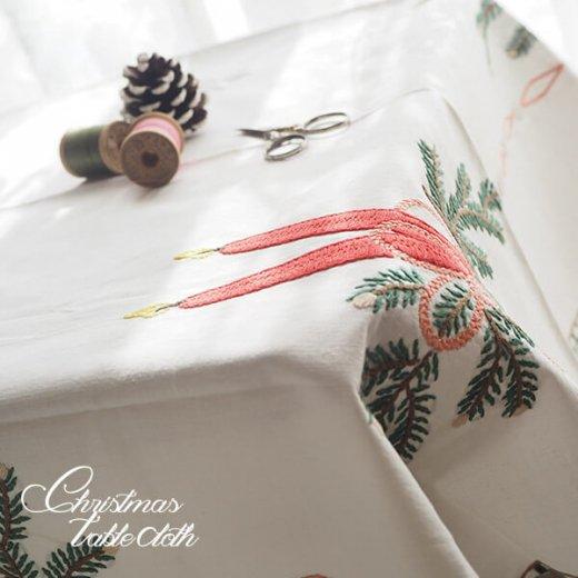 ドイツ クリスマス テーブルクロス(76×70)ヴィンテージ 【手刺繍 キャンドル・氷の結晶・もみの葉】【画像4】