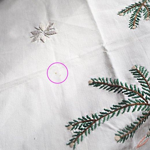 ドイツ クリスマス テーブルクロス(76×70)ヴィンテージ 【手刺繍 キャンドル・氷の結晶・もみの葉】【画像6】