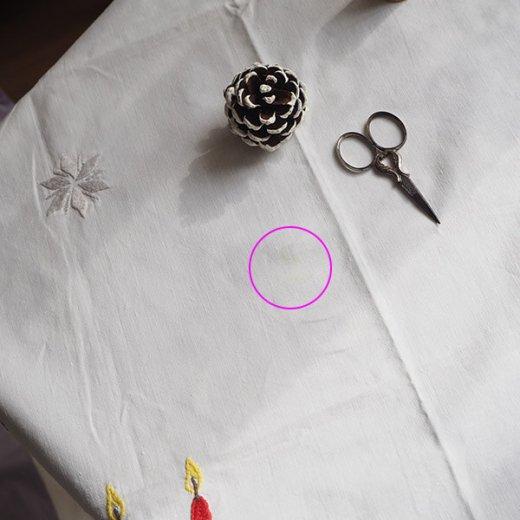 ドイツ クリスマス テーブルクロス(76×70)ヴィンテージ 【手刺繍 キャンドル・氷の結晶・もみの葉】【画像7】