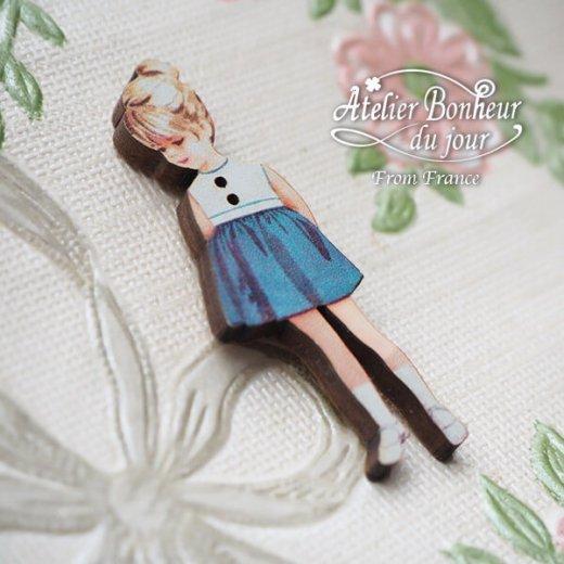 フランス輸入ボタン アトリエ・ボヌール・ドゥ・ジュール【青いスカートの女の子】【画像2】