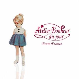 フランス輸入ボタン アトリエ・ボヌール・ドゥ・ジュール【青いスカートの女の子】