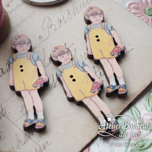 フランス輸入ボタン アトリエ・ボヌール・ドゥ・ジュール【黄色い服の男の子】【画像4】