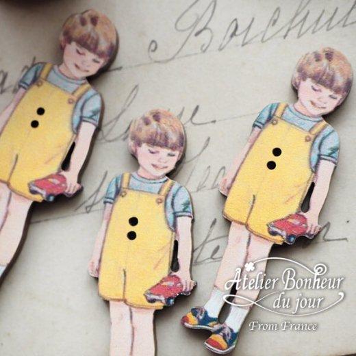 フランス輸入ボタン アトリエ・ボヌール・ドゥ・ジュール【黄色い服の男の子】【画像5】