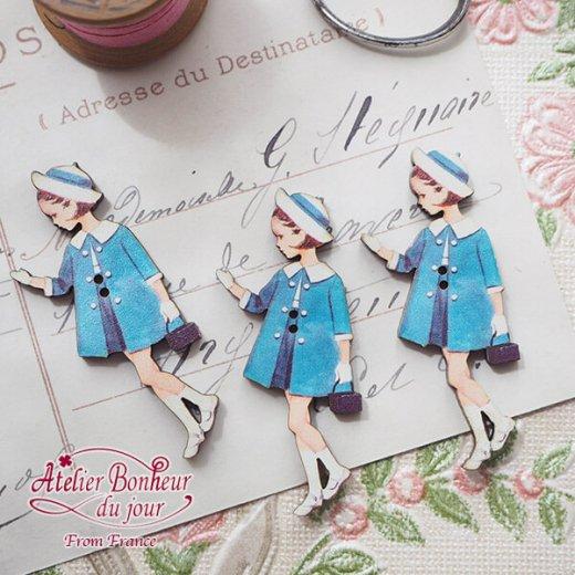 フランス輸入ボタン アトリエ・ボヌール・ドゥ・ジュール【青い服の女の子】【画像3】