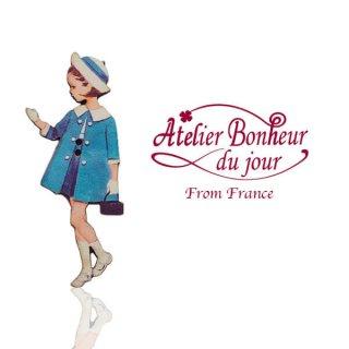フランス輸入ボタン アトリエ・ボヌール・ドゥ・ジュール【青い服の女の子】