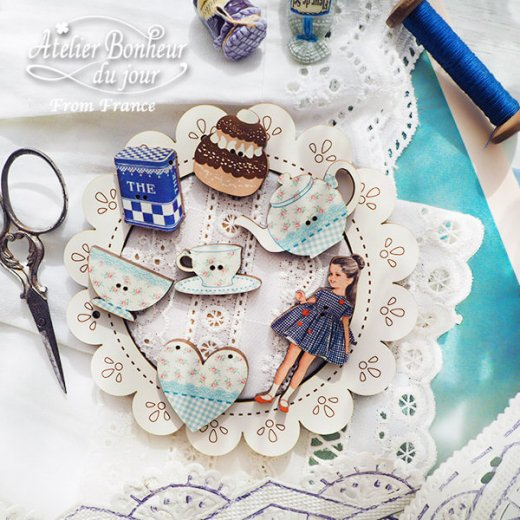 フランス輸入ボタン アトリエ・ボヌール・ドゥ・ジュール【青いギンガムの女の子】【画像6】