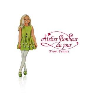 フランス輸入ボタン アトリエ・ボヌール・ドゥ・ジュール【ライムグリーンワンピースの女の子】