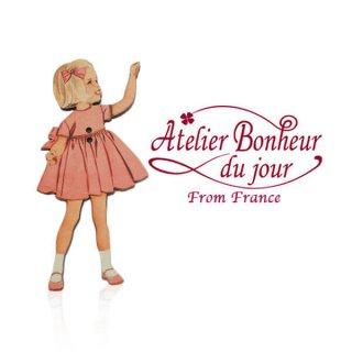 フランス輸入ボタン アトリエ・ボヌール・ドゥ・ジュール【ピンクドレスの女の子】