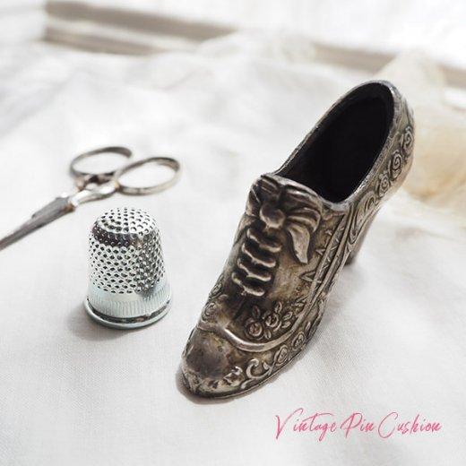 【送料無料】フランス蚤の市より 19世紀 ヴィクトリアン アンティーク 靴型 ピンクッション ローズ リボン(手芸素材/手芸用品)【画像3】