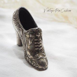 【送料無料】フランス蚤の市より 19世紀 ヴィクトリアン アンティーク 靴型 ピンクッション ローズ リボン(手芸素材/手芸用品)