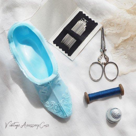 アメリカ蚤の市より アンティーク ミルクガラス シューズ 靴 ブルー【画像5】
