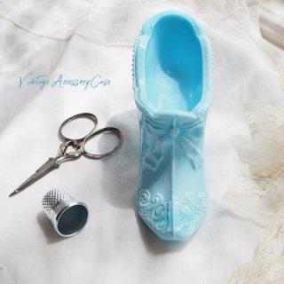 アメリカ蚤の市より アンティーク ミルクガラス シューズ 靴 ブルー