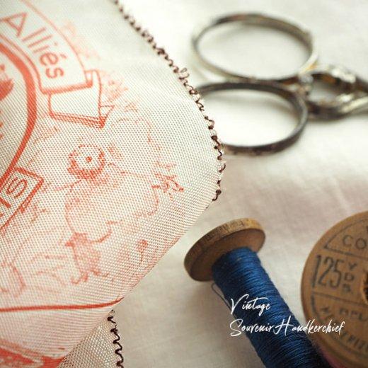 フランス蚤の市より 1940年代 アンティーク パリ エッフェル塔スーベニア 刺繍ハンカチーフ red【凱旋門・サクレ・クール寺院など】【画像5】