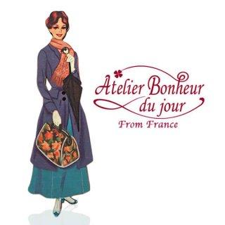 フランス輸入ボタン アトリエ・ボヌール・ドゥ・ジュール【バッグを持った女性】