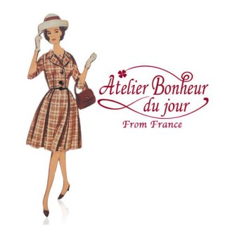 アトリエボヌールドゥジュール フランス輸入ボタン アトリエ・ボヌール・ドゥ・ジュール【チェック柄のワンピースの女性】