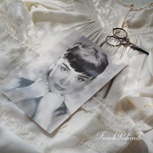 フレンチ ポストカード オードリー・ヘップバーン ぎゅっ (Audrey Hepburn)【画像2】