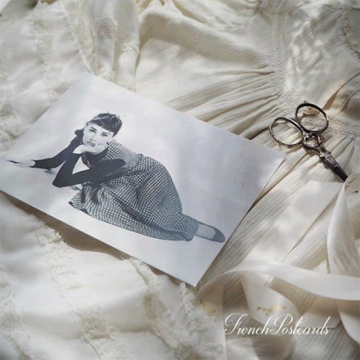 フレンチ ポストカード オードリー・ヘップバーン ドット柄ワンピース (Audrey Hepburn)【画像3】