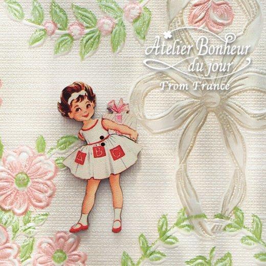 フランス輸入ボタン アトリエ・ボヌール・ドゥ・ジュール【プレゼントを持った女の子】【画像5】