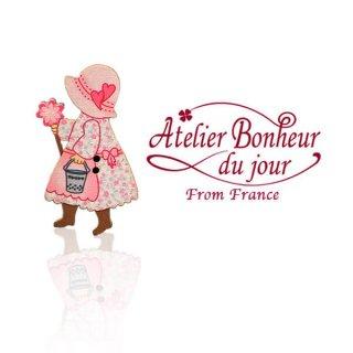 輸入 木製ボタン 人物  フランス輸入ボタン アトリエ・ボヌール・ドゥ・ジュール【ガーデニング女の子】