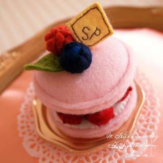 Creators/ハンドメイド Pitit Four macaron cake - franboise(フランボワーズ)〜Sango-Papa