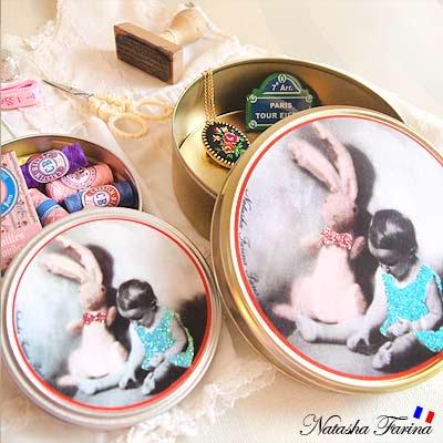 ナターシャ・ファリーナ デコレーション缶【うさぎと女の子】【画像3】