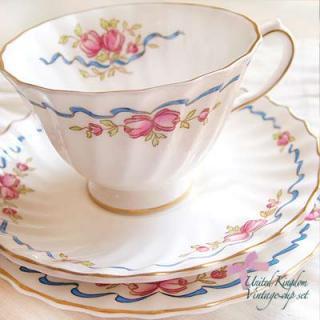 陶器 食器 イギリス BONE CHINA アンティークカップ・トリオ【Roial doulton】