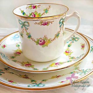 陶器 食器 イギリス BONE CHINA アンティークカップ・トリオ【STANDARD】