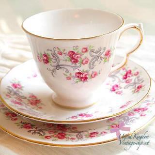 陶器 食器 イギリス BONE CHINA アンティークカップ・トリオ【Royal Osborne】