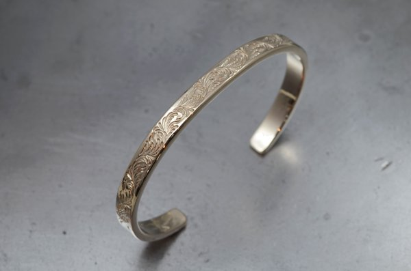 5mm width 唐草彫 bangle / K18 White gold