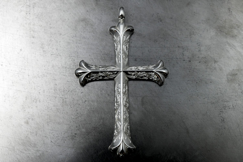 Arabesque design cross