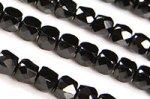【小サイズ☆カット☆天然石ビーズ】ブラックスピネル★キューブ型★カットビーズ連約4mm(漆黒でキラキラ)