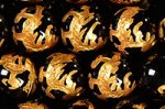 【四神獣彫刻入り】【金箔】【手彫りビーズ】ブラックオニキス四神獣彫刻ビーズ連10mm(青龍)
