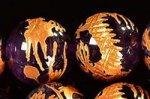 【天然石彫刻ビーズ連】【金箔】【手彫り】★玉持ち龍★龍彫り入りアメジスト彫刻ビーズ1連(約12mm弱)