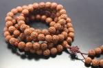 【108粒念珠】ネパール産金剛菩提樹念珠(研磨、赤瑪瑙付き、約11mm)