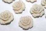 合成珊瑚(染め)ローズ彫刻ビーズ10mm(粒売り)(ミルクホワイト)