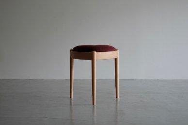 <img class='new_mark_img1' src='https://img.shop-pro.jp/img/new/icons8.gif' style='border:none;display:inline;margin:0px;padding:0px;width:auto;' />UNI stool (beech x burgundy104) - Kai Kristiansen