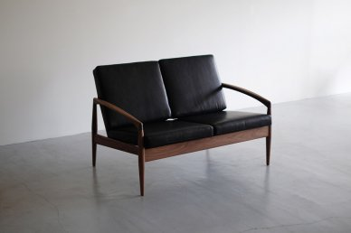 <img class='new_mark_img1' src='https://img.shop-pro.jp/img/new/icons8.gif' style='border:none;display:inline;margin:0px;padding:0px;width:auto;' />Paper Knife Sofa 2seat (walnut x BK leather) - Kai Kristiansen