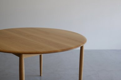 <img class='new_mark_img1' src='https://img.shop-pro.jp/img/new/icons8.gif' style='border:none;display:inline;margin:0px;padding:0px;width:auto;' />Universe Table W1200 (oak) - Kai Kristiansen