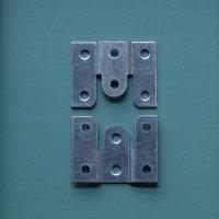 家具固定金具(引っかけ用)山型  1組2個【1196】