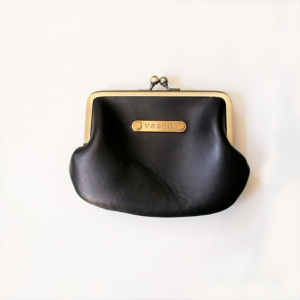 <img class='new_mark_img1' src='https://img.shop-pro.jp/img/new/icons13.gif' style='border:none;display:inline;margin:0px;padding:0px;width:auto;' />LEATHER VOYAGE COIN PURSE