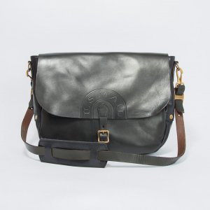 <img class='new_mark_img1' src='https://img.shop-pro.jp/img/new/icons13.gif' style='border:none;display:inline;margin:0px;padding:0px;width:auto;' />LEATHER POSTMAN SHOULDER BAG -REGULAR (USMAIL)
