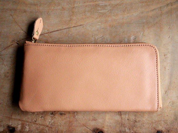 52a65495574e まずは、ヌメ革財布のご紹介!