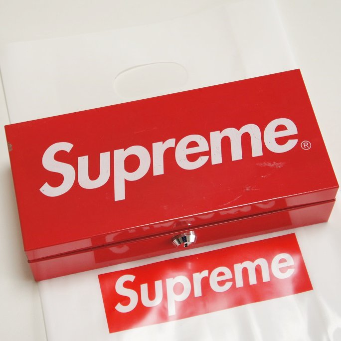 Supreme Metal Lock Box<img class='new_mark_img2' src='https://img.shop-pro.jp/img/new/icons47.gif' style='border:none;display:inline;margin:0px;padding:0px;width:auto;' />