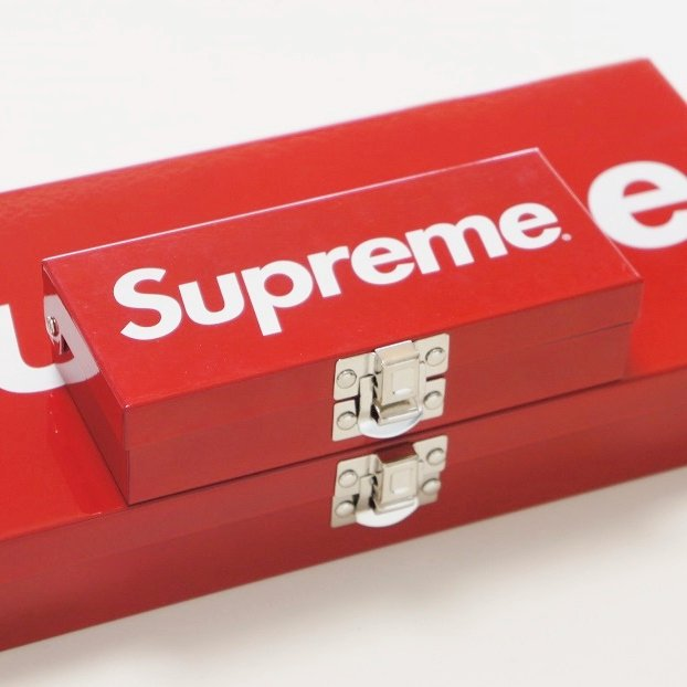 Supreme Metal Storage Box<img class='new_mark_img2' src='https://img.shop-pro.jp/img/new/icons47.gif' style='border:none;display:inline;margin:0px;padding:0px;width:auto;' />